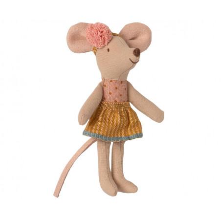Lillasyster mus i tändsticksask.