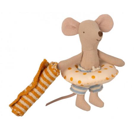 Lillebror mus med strandstuga & badring.